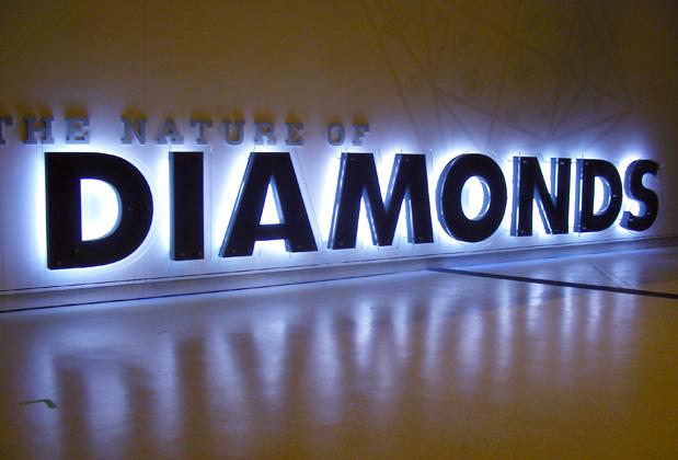 Làm chữ nổi bảng hiệu kết hợp đèn Led tạo ấn tượng