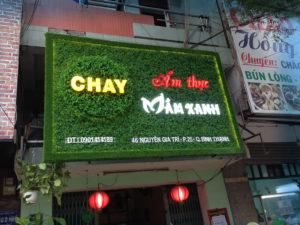 Làm bảng hiệu cỏ nhân tạo tại Đà Nẵng
